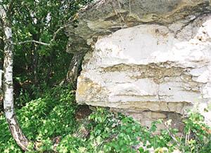 скальный навес в одной из балок