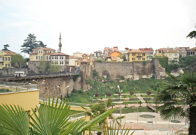 Крепостная стена среднего города 2009